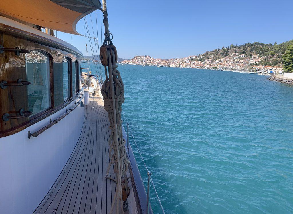 Feadship Iduna on anchor