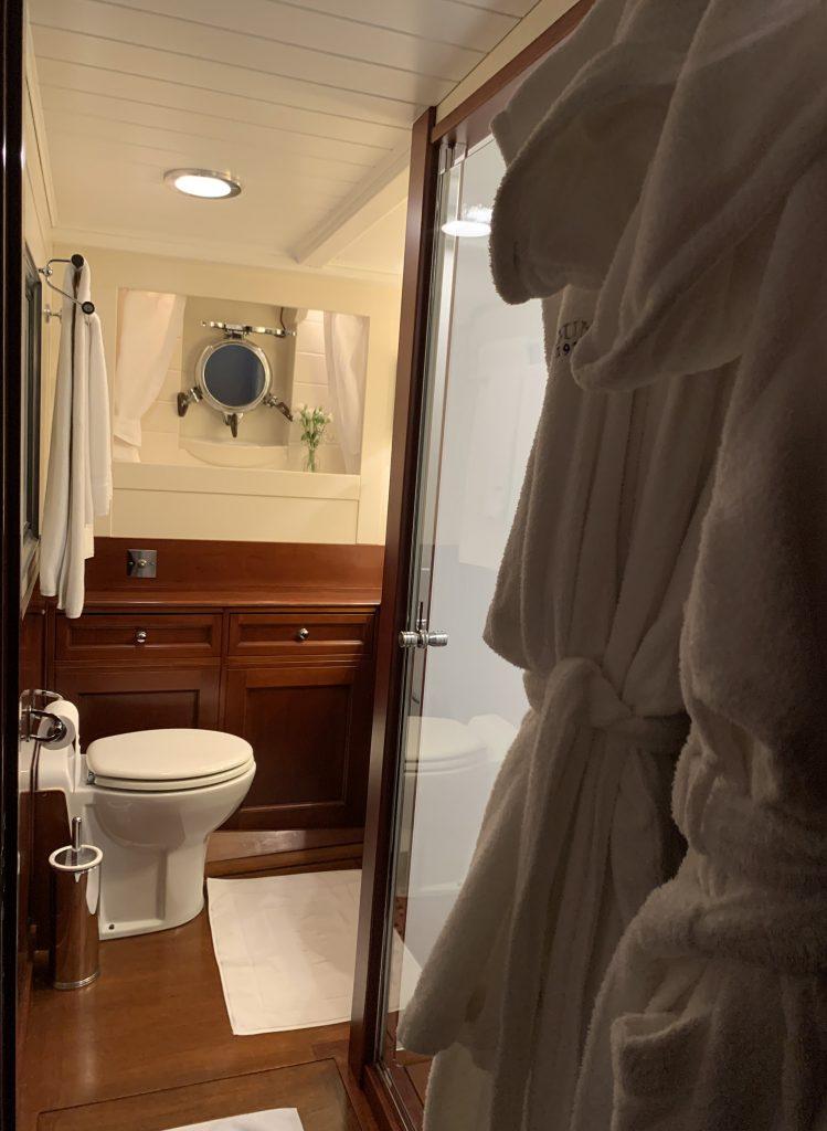 Feadship IDUNA bathroom guest cabin